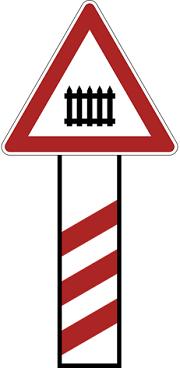 تقاطع جاده و راه آهن با راهبند نصب در 300 متری